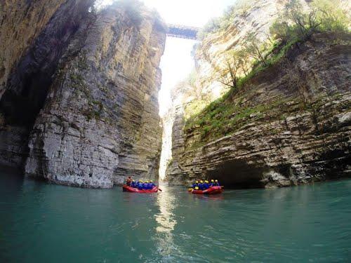 Il-fiume-Osumi-nel-sud-dellAlbania-ottimo-canyon-per-il-rafting