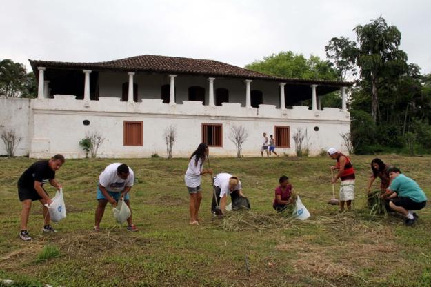 07-500-Multirao-de-moradores-para-limpeza-do-batalhao-Florestal-SN