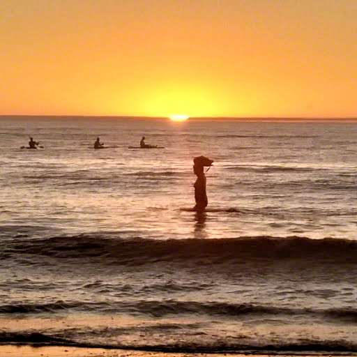glenelg 13-watching paddleboarders 2018